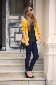 Business casual outfit that works just as fine when the weekend starts #officefashion #workwear