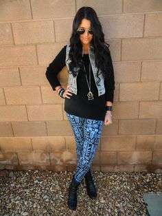 patterned leggings outfit Im gonna find this outfit somewhere lol I love it
