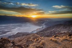 Sunset at death valley from dante's view [OC][2048 x 1367]
