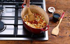 Schweinsrollbraten mit Gemüsepappardelle - Schweizer Fleisch Chana Masala, Ethnic Recipes, Food, Dried Tomatoes, Swiss Guard, Recipies, Essen, Meals, Yemek