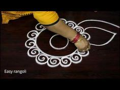 muggulu designs with 5 to 3 interlaced dots - rangoli art designs - simple kolam Free Hand Rangoli Design, Rangoli Border Designs, Rangoli Designs With Dots, Rangoli With Dots, Beautiful Rangoli Designs, Kolam Designs, Diwali Special Rangoli Design, Rangoli Designs Diwali, Kolam Rangoli