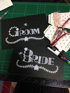 受付サインのアイディア集♪オシャレで話題の「wedding chicks」のフリーテンプレートを使ったり、modestyのフォントを使ったり。おしゃれな花嫁はどんなテンプレートを使ってる?といった疑問を解決します。テンプレートだけでなくフライングタイガーのフォトフレームを使ったり♪素敵なアイデア満載です!受付サインは結婚式に来てくれたゲストが最初に目に触れるもの。だから、印象的でかわいいものを用意したいですよね♪ゲストが見た瞬間に「かわいすぎる!」と思うような受付サインをつくってみませんか?先輩花嫁たちがつくった受付サインを参考にしてみましょう! Bridal Shower Planner, Reception Counter, Chalkboard Art, Diy Wedding Decorations, Diy And Crafts, How To Draw Hands, Wedding Inspiration, Presents, Bride