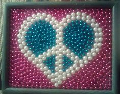 I could do so many shapes like this in a shadow box Mosaic Crafts, Wire Crafts, Bead Crafts, Mosaic Art, Indoor Crafts, Crafts For Kids, Arts And Crafts, Mardi Gras Decorations, Mardi Gras Beads