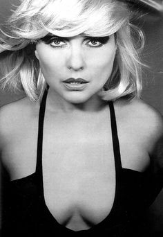 "Deborah Ann ""Debbie"" Harry (born July is an American singer-songwriter and actress best known for being the lead singer of the punk rock and New Wave band Blondie. Blondie Debbie Harry, Debbie Harry Hair, The Bangles, Rock Chick, Photo Png, Blind Test, New Wave, We Will Rock You, Jennifer Love Hewitt"