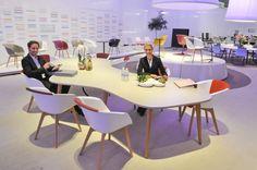 Organische vergadertafel Sedus mastermind gecombineerd met on spot conferentiestoel