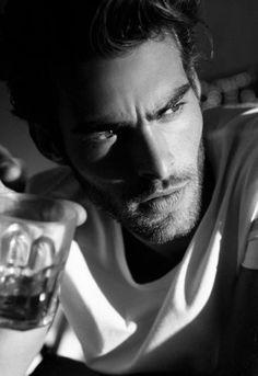 Jon Kortajarena pictures and photos Elle Spain, Jon Kortajarena, Marlon Teixeira, How To Pose, Celebrity Dads, Male Beauty, Gorgeous Men, Beautiful People, Male Models