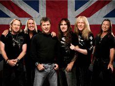 """Uma guitarra """"Jackson Adrian Smith SDX mode"""", autografada pelos músicos do Iron Maiden, será rifada para os fãs da banda para arrecadar recursos para o Hospital da Baleia."""