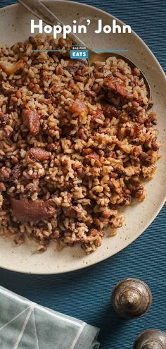 Hoppin' John Recipe Vegetable Dishes, Vegetable Recipes, Cajun Dishes, Beef Bacon, Cake Mix Cookie Recipes, Bean Recipes, Rice Recipes, Creole Recipes, Kitchens