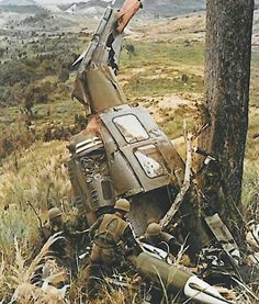 Helicopter crashed in Vietnam Vietnam History, Vietnam War Photos, Military Art, Military History, Military Diorama, American War, American History, South Vietnam, War Photography