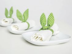 Check out our sewing & needlecraft selection for the very best in unique or custom, handmade pieces from our shops. Easter Bunny Pictures, Diy Ostern, Napkin Folding, Deco Table, Easter Crafts, Diy Tutorial, Napkin Rings, Sewing Projects, Sewing Ideas