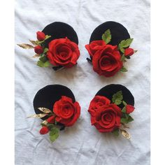 DRAMA! Love that classic red on black combo that's synonymous with Mickey and Minnie! Clip in ears for mother and daughter to wear on their big adventure to the magical world of Disney! #handmade #disney #minniemouse #felt #feltcraft #woolfelt #handmadeaccessory #disneyworld #disneyland #flowers #roses #mommyandme