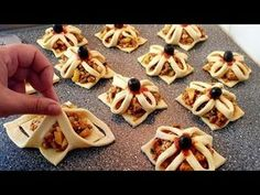 Exclusively for the new Turkish or Turkish pancakes - Raclette Ideen Puff Pastry Appetizers, Light Appetizers, Appetizer Recipes, Dessert Recipes, Fingers Food, Creative Pizza, Turkish Pizza, Pastry Design, Ramadan Recipes