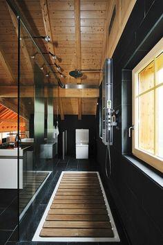 Masculine bath decor