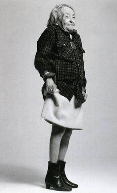 """Marguerite Duras (Marguerite Donnadieu) 1914-1996. Photo: Richard Avedon, 20 mai 1993. Ecrivaine, dramaturge, scénariste et réalisatrice française. Prix Goncourt en 1984 pour """" L'Amant"""". Milite activement contre la guerre d'Algérie, et signe le Manifeste des 121."""