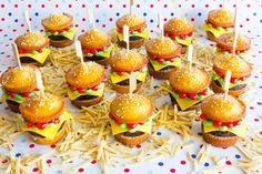 Bald+wieder+so+weit+…+Kindergeburtstag!+Mach+einfach+diese+großartigen+Hamburger-Cupcakes!