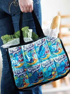 Free Tote Bag Pattern and Tutorial - Juice Bag Tote Wallet Tutorial, Purse Patterns, Sewing Patterns, Recycled Crafts, Recycled Denim, Cute Crafts, Free Sewing, Sewing Tutorials, Sewing Projects
