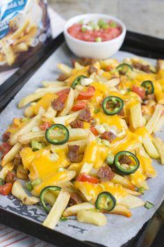 Gesponsord artikel Vandaag heb ik een lekker borrelhapje met patat voor jullie. Namelijk Patates nacho's, mijn variatie op het bekende nacho-borrelhapje. Deze patates nacho's zijnalweer het derde en voorlopig laatste friet-recept voor CêlaVíta. Zoals je misschien begrijpt vonden wij het helemaal niet erg dat ik in opdracht friet moest eten ;) De vorige twee keer... LEES MEER...