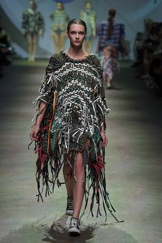 Quoï Alexander ITS2015 GGI0142 Weird Fashion, Milan Fashion, Couture Fashion, Knit Fashion, Knitting Designs, Wearable Art, Dress To Impress, Weave, Knitwear