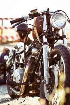 Vintage motorcycle = dream vehicle! Love the headlight! ..._