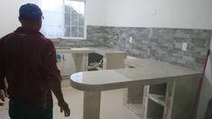 Mr Repara: Cocina en departamento con cubierta y muros de porcelanato. SELVANOVA COTO 5