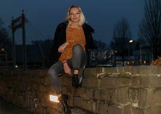 Outfit | Pepe Leandra Chenille Pulli in Senfgelb - G-Star Lynn Mid in Grau - Rebecca Minkoff Maddox Boots | hot-port.de | 30+ Style Blog  #chenille #chenillepullover #ootd #30plus #30plusstyle #rebeccaminkoffmaddox