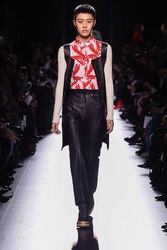 Nesse inverno, a Hermès deu uma agitada em questão de cores e materiais no desfile, que aconteceu na Semana de Moda de Paris.