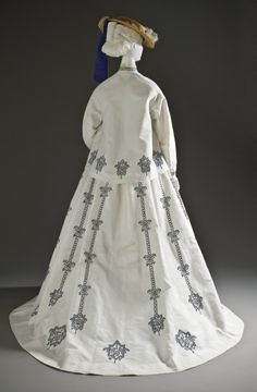 1864-1867, France - Woman's Seaside Ensemble - Cotton plain weave with supplementary warp, and cotton machine embroidery