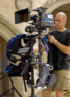 Google Image Result for http://moveego.com/blog/wp-content/uploads/2012/04/Steadicam08.jpg