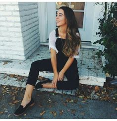 This overalls is just so cute, and i love this shoes ( Sierra Furtado)