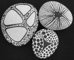 A Kreatív Workshop Gammelbro Kemping: Doodle: Drawing squiggles Pebble Painting, Dot Painting, Pebble Art, Stone Painting, Stone Crafts, Rock Crafts, Pebble Stone, Stone Art, Hand Painted Rocks