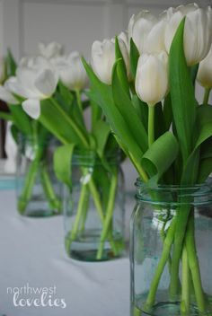Easter table with tulips in mason jars! Mason Jar Vases, Mason Jar Centerpieces, Painted Mason Jars, Mason Jar Diy, Easter Centerpiece, Mason Jar Projects, Mason Jar Crafts, Easter Crafts For Kids, Easter Ideas