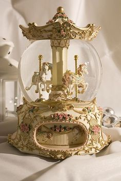 Both the carousel and the snow globe want it in a combination ! Both the carousel and the snow globe want it in a combination ! Gold Aesthetic, Classy Aesthetic, Aesthetic Vintage, Belle Aesthetic, Water Globes, Princess Aesthetic, Fancy, Creative, Pretty