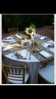 Smaller amount of burlap used, but just as effective. Perfect for round table.