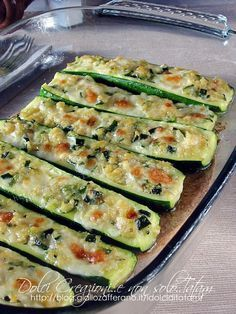 Baked au gratin mozzarella courgettes, excellent both hot and cold. Vegetable Dishes, Vegetable Recipes, Vegetarian Recipes, Healthy Recipes, I Love Food, Good Food, Yummy Food, Zucchini, Wine Recipes