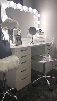 Makeup Room Ideas room DIY (Makeup room decor) Makeup Storage Ideas For Small Space - Tags: makeup room ideas, makeup room decor, makeup room furniture, makeup room design # makeup room inspo Makeup Room Diy, Makeup Rooms, Diy Makeup, Beauty Makeup, Diy Beauty, Makeup Desk, Glam Makeup, Makeup Tips, Vanity Room
