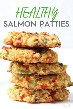 Baked Salmon Cakes Looking for a healthy salmon croquette recipe? These Baked Salmon Patties are packed with vegetables and baked instead of fried and a healthy source of protein and fatty acids. Baked Salmon Recipes, Fish Recipes, Seafood Recipes, Healthy Recipes, Healthy Fats, Healthy Protein, Pasta Recipes, Omega 3, Salmon Patties Recipe