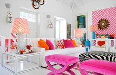 pembe-beyaz-modern-salon-dekorasyonu