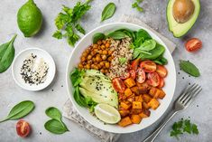 PCOS diet: Foods to eat and avoid … - All For Health Healthy Foods To Eat, Healthy Dinner Recipes, Diet Recipes, Healthy Snacks, Vegan Recipes, Healthy Eating, Protein Foods, Protein Sources, Breakfast Recipes