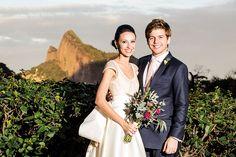 Confira mais detalhes do casamento de Maria e Pedro no EuAmoCasamento.com e fotos de Georgeana Godinho. #euamocasamento #NoivasRio