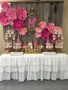 Looking for the perfect Baby Shower inspiration? Try this gorgeous pink and gold baby shower party! Fiesta Baby Shower, Baby Shower Games, Baby Shower Parties, Valentine Baby Shower, Baby Shower Pink, Baby Shower Foods, Baby Shower Candy Table, Babyshower Party, Baby Party