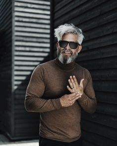Model Swede grey hair beard man male manly fit over 40 grey silverfox silver posing photography portrait beardgang grey hair men beardman Silver Hair Men, Grey Hair Men, Short Grey Hair, Gray Hair, Men Hair, Black Hair, Hipster Hairstyles, Men's Hairstyles, Medium Hair Styles