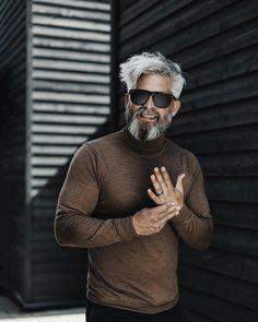 Model Swede grey hair beard man male manly fit over 40 grey silverfox silver posing photography portrait beardgang grey hair men beardman Silver Hair Men, Grey Hair Men, Short Grey Hair, Gray Hair, Men Hair, Black Hair, Hipster Hairstyles, Men's Hairstyles, Medium Hair Styles