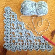 Resultado de imagem para bufanda triangular a crochet ravelry