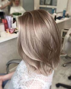 The latest popular hair color trend in 2019 - Hair ☻ - Frisuren Blonde Hair Looks, Brown Blonde Hair, Ash Blonde Bob, Natural Ash Blonde, Icy Blonde, Cheveux Beiges, Brown Hair Colors, Beige Hair Color, Platinum Hair Color