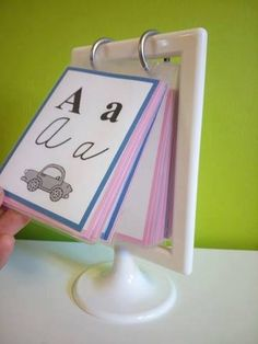 Upravená verze abecedy z www.vesela-chaloupka.cz v barvách montessori