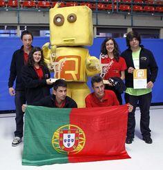 Alunos de Amares garantem quarta vitória em campeonato mundial de robótica  A equipa ESA Robots da Escola Secundária de Amares voltou a ganhar a competição de dança robótica no RoboCup 2013, que decorreu na Holanda, onde participaram 18 equipas portuguesas.