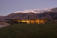 Against the snow-capped mountains of Queenstown, New Zealand, Ponting Fitzgerald creates a sanctuary enveloped in nature.