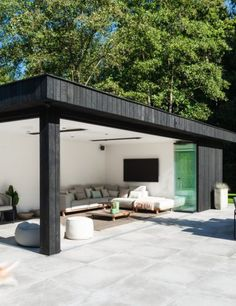 Contemporary wooden outbuilding in charred wood, Keerbergen Modern Pool House, Modern Gazebo, Pool House Decor, Pool House Designs, Backyard Pool Designs, Swimming Pools Backyard, Grill Gazebo, Pergola Patio, Contemporary Garden Rooms