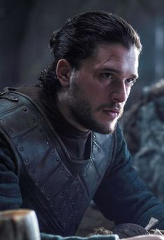 # Game of Thrones # Jon Snow # Schnee # Kit Harington Kit Harrington, Dessin Game Of Thrones, Game Of Thrones Tv, John Snow, Got Jon Snow, Jon Snow Man Bun, Winter Is Here, Winter Is Coming, Tv Shows