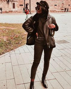 PSA: Black jeans might just surpass your classic blues. To see what we mean, check out our favorite black skinny jeans outfits to copy now. Cold Weather Outfits, Winter Outfits, Petite Black Jeans, Pegged Jeans, Bright Pants, Colored Skinny Jeans, All Black Outfit, Black Outfits, All Black Looks